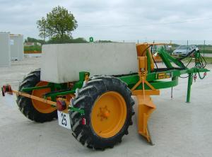 Agriculture > Terrassement : Niveleuse semi portée